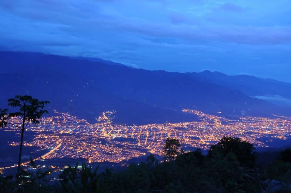 Vista nocturna de Ibagué desde La Martinica